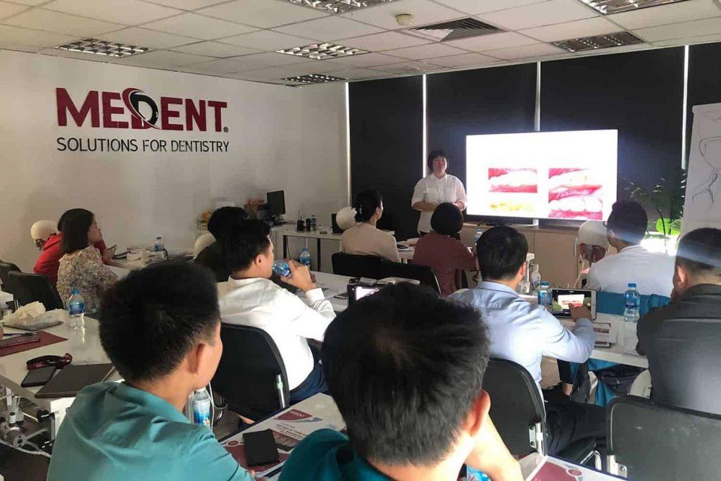 CDT Thanh Cao tại lớp học Veneer của MEDENT