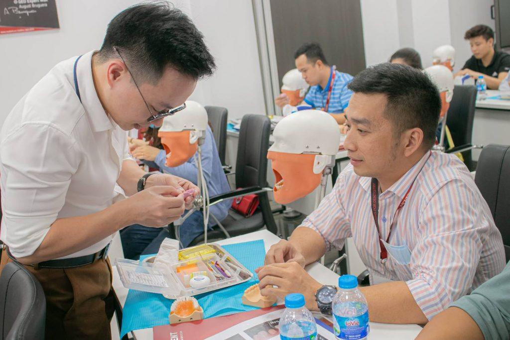 Học viên được hướng dẫn trực tiếp bởi BS Trần Ngọc Hải